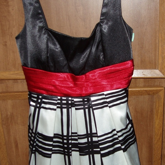 City Triangles Dresses & Skirts - City Triangles Party Dress – Jr. Size 11